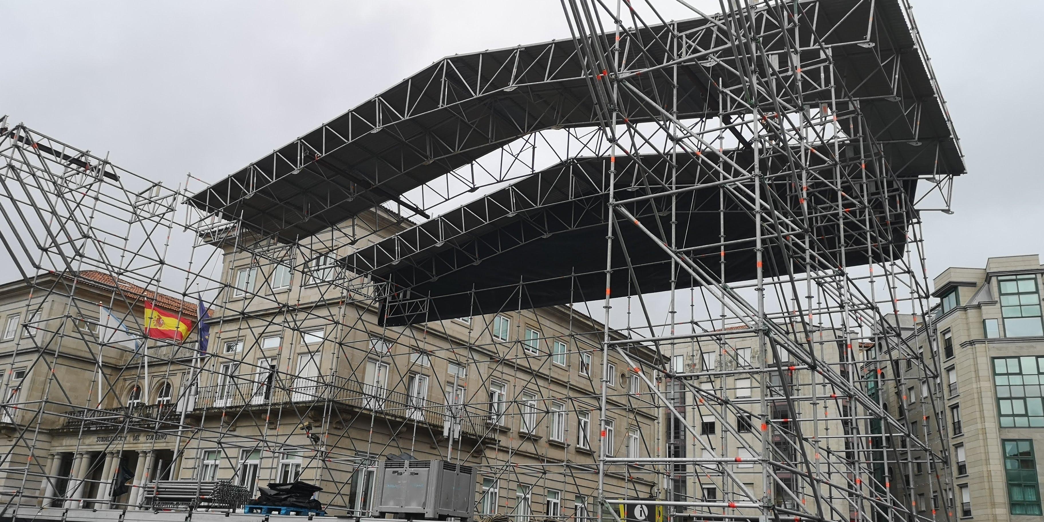 montaje escenario fiestas de la peregrina en pontevedra